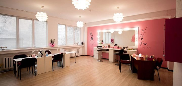 Моделювання, корекція та фарбування брів «brow henna» в салоні краси «Pink Me»