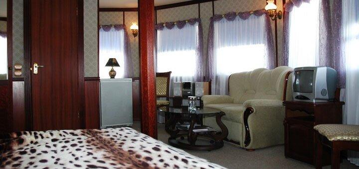 От 2 дней романтического отдыха на легендарном отеле-теплоходе «Богдан Хмельницкий» в Киеве