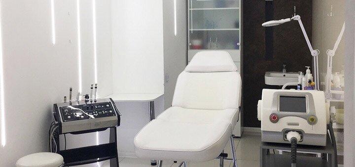 До 3 сеансов лазерного пилинга с наночастицами или маской анти-акне в центре «Laser Health»