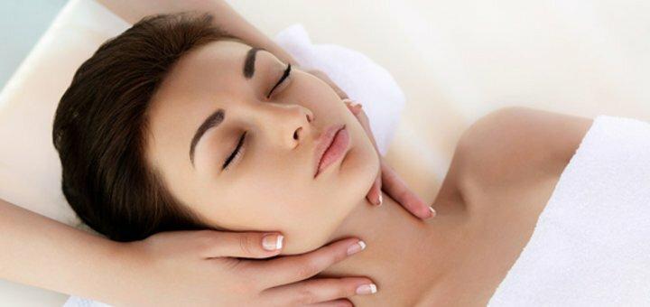 Омолаживающий массаж лица с пилингом и гиалуроновой сывороткой в салоне красоты «Lada»