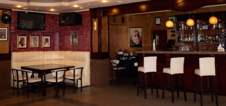 Скидка 40% на меню кухни и бара в кафе «Оазис»
