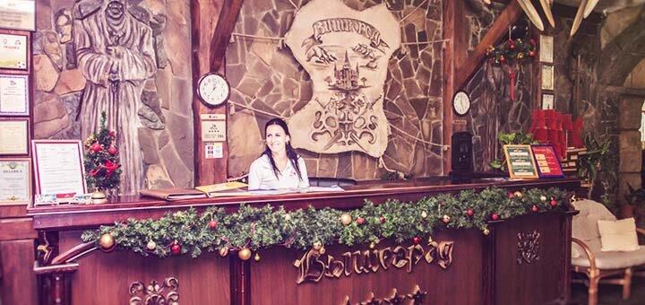От 2 дней отдыха с бассейном, завтраками в будни в отеле «Вышеград» с видом на озеро под Киевом