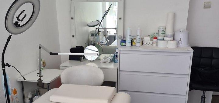 До 3 сеансов лазерного карбонового пилинга лица в кабинете красоты «Beauty Room»