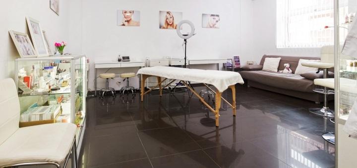 Реконструкция и окрашивание ресниц в учебном центре «Идеальный контур»