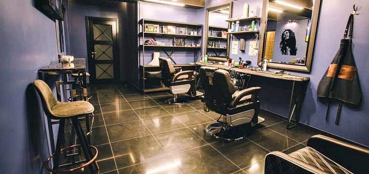 Мужская стрижка и стрижка бороды в «Barbershop Friends»
