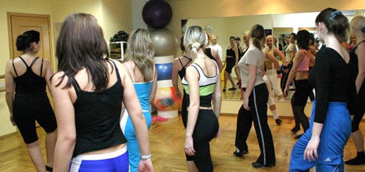 До 16 занятий танцами в фитнес-клубе «FitMotion»