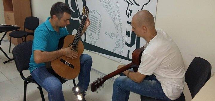 До 4 индивидуальных уроков игры на гитаре в профессиональной музыкальной академии «Art Mus»