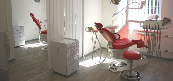 Знижка до 70% на фотовідбілювання зубів у стоматологічній клініці «Стоматологія БМ»