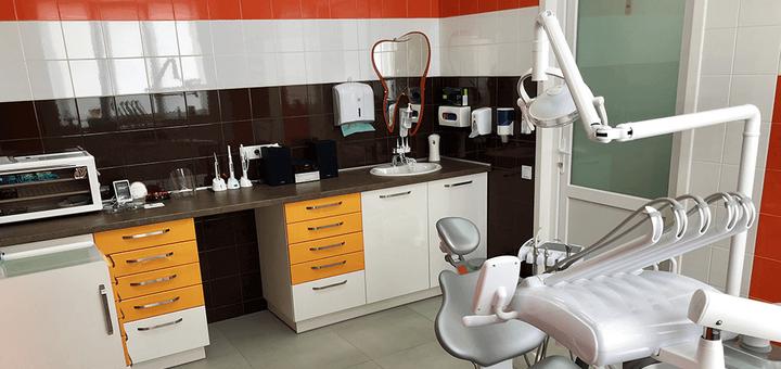 Ультразвуковая чистка зубов, Air-Flow и полировка пастой в стоматологической клинике «Морозова»
