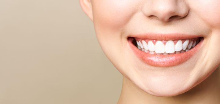 Скидка до 45% на отбеливание зубов «Magic Smile» с фторированием в «Nikita Ogievskiy dentist»