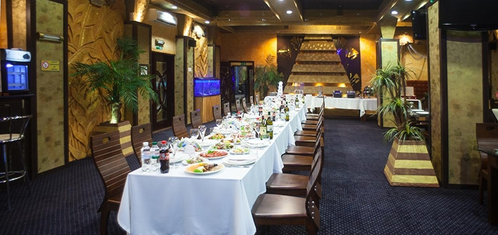 От 2 дней отдыха с завтраками в отеле на воде «Фараон» в Киеве