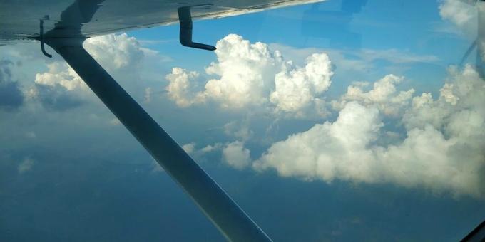 Скидка 50% на полет над Киевом или Межигорьем на самолете «Cessna 172» от «Полетели с нами»