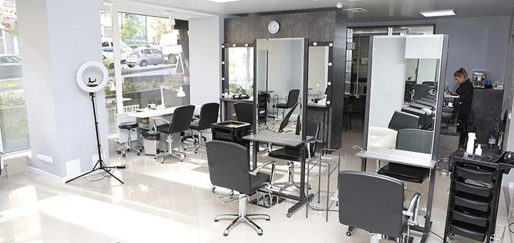 Женская стрижка с уходом, выпрямлением или завивкой волос в салоне красоты «Cut one»