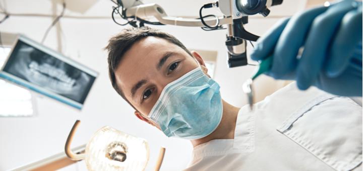 Лечение кариеса с установкой фотополимерной пломбы в «Стоматология для всех»