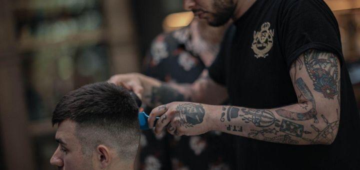 Профессиональная стрижка, коррекция бороды в барбершопе «Barber King»