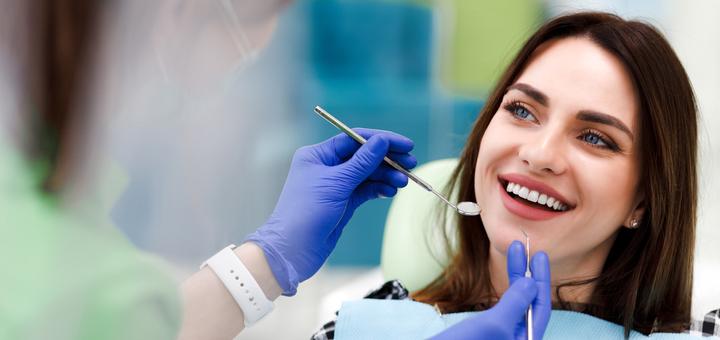 Скидка 61% на лазерное отбеливание зубов «Magic Smile» в стоматологии «Dentalight»