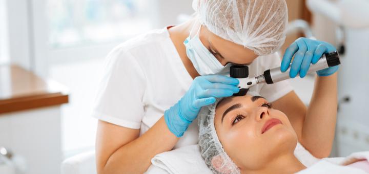 Обследование у дерматолога с дерматоскопией в клинике «ЛЕДА»