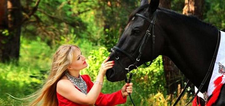 Скидка до 50% на прогулки верхом на лошади и посещение контактного зоопарка в клубе «Дарвин»