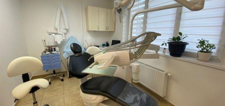 Лечение кариеса с установкой фотополимерных пломб в стоматологическом центре «InStom»