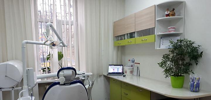Ультразвуковая чистка и полировка зубов пастами в медицинском центре «МЕДПРОФ»