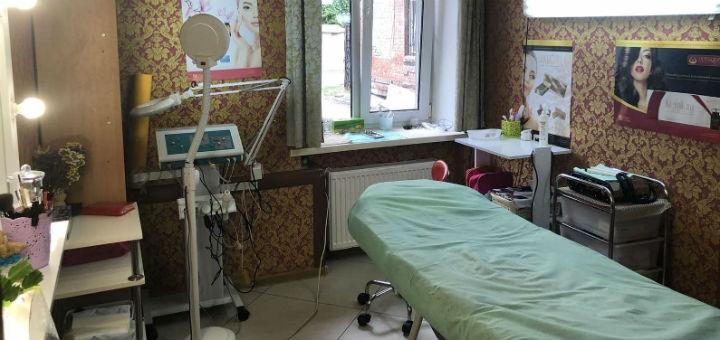 До 7 сеансов микротоковой терапии лица и шеи в косметологическом кабинете «Kosmoestet»