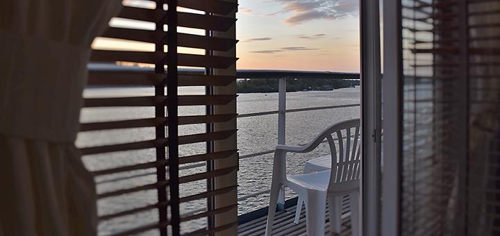 2 дня романтического отдыха в арт-отеле «Баккара» на реке в Киеве
