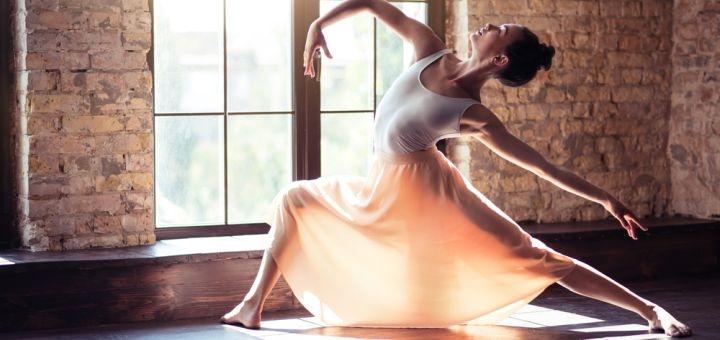 До 24 занятий танцами контемп в школе танцев «Амарин»