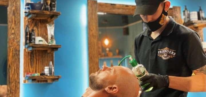 Мужская стрижка и стрижка бороды в барбершопе «Frienders»