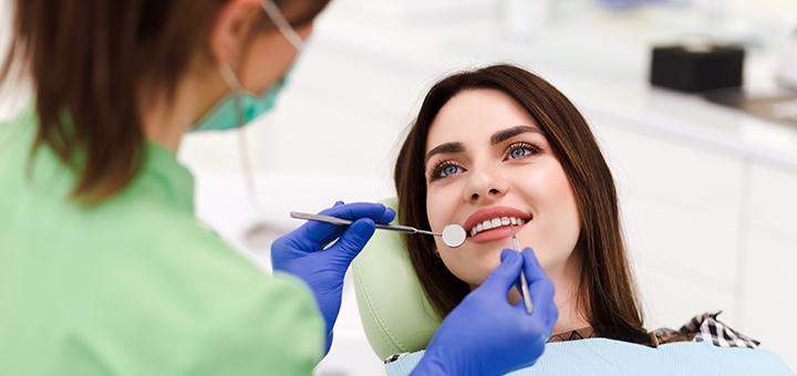 Лечение кариеса с установкой фотополимерной пломбы в стоматологии «The Dent»