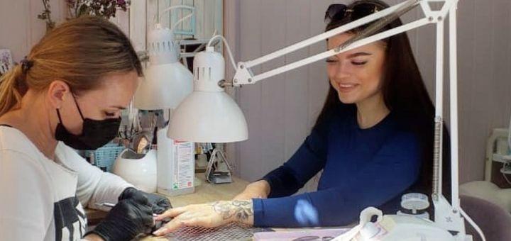Классический маникюр с покрытием гель-лаком в салоне красоты «Nails and Hair»